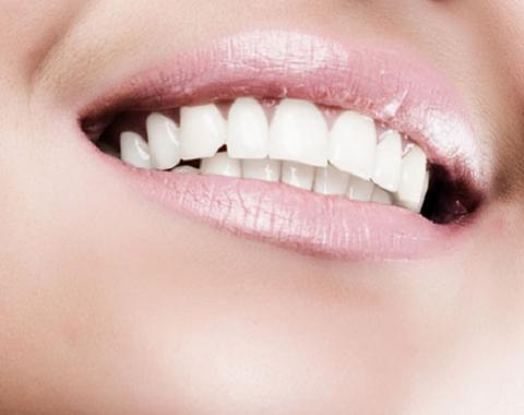 Blanquear los dientes en casa bellnu - Como blanquear los dientes en casa ...