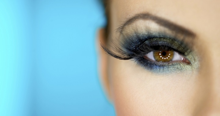 Sombras que resaltar n tu color de ojos bellnu for Sombras de ojos para ojos marrones